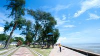 Dataran Pantai Morib is a paved seaside promenade with several facilities.