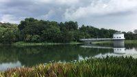 Perpustakaan Raja Tun Uda's lake.